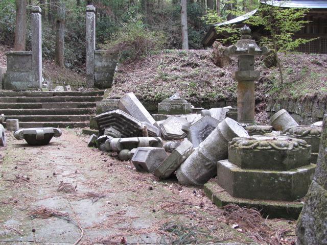 丹羽長重公廟所被災の様子1