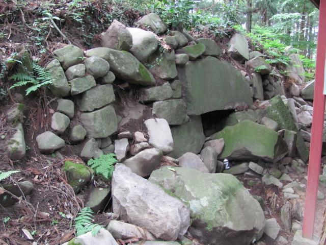 本丸神社裏石垣1