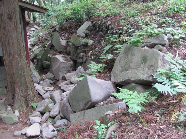 本丸神社裏石垣2