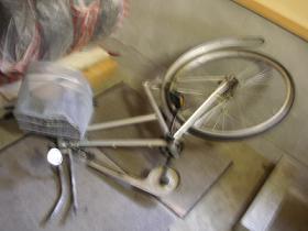 大破した自転車