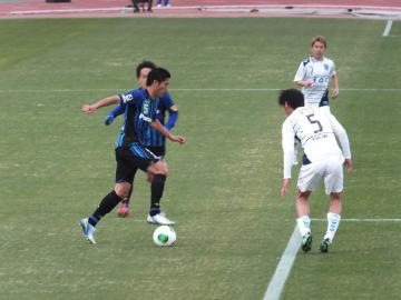 横浜FC・西嶋とG大阪・丹羽とのマッチアップ