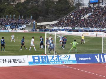 後半、G大阪ゴールに詰め寄るも後一歩だった横浜FC