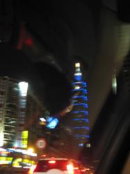 タクシーの車窓から見えた101ビル
