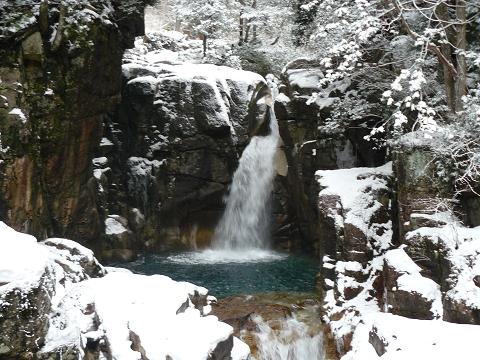 新年の竜神の滝