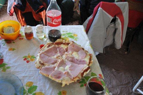 ベースキャンプでのピザ