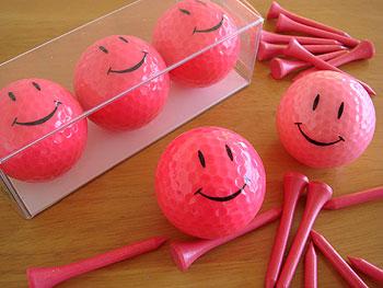 ピンクのニコちゃんマークゴルフボール