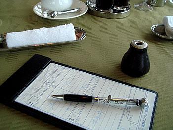 裾野カンツリー倶楽部様のレストランには、当店のボールペンが!