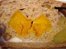 南瓜甘栗さつま芋小豆クリチのきな粉生地のルーロセーグル断面