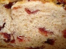 クランベリーとライ麦のパン断面