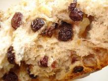 木の実とナッツのバターパン断面