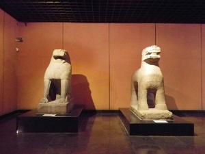 左:獅 右:獣
