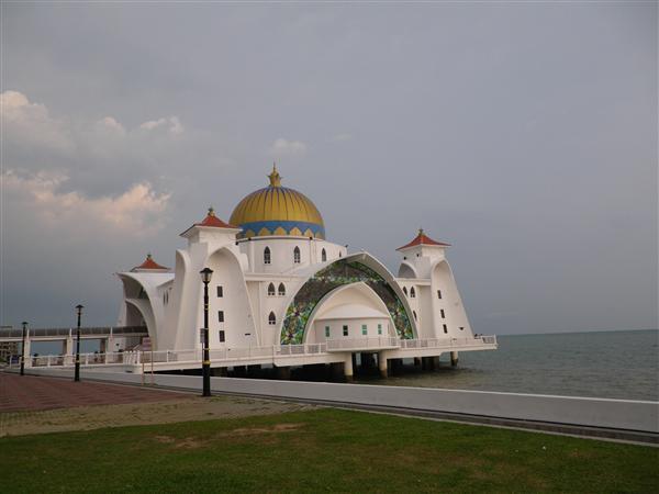 海に浮かぶモスク