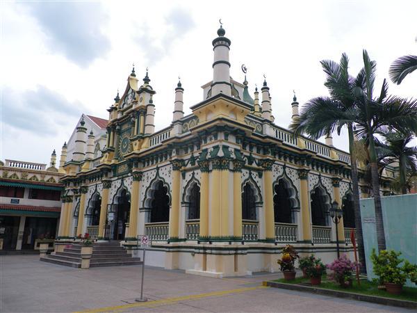 近所のモスク