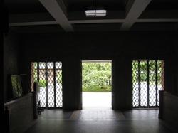 同志社女子大学栄光館 入口