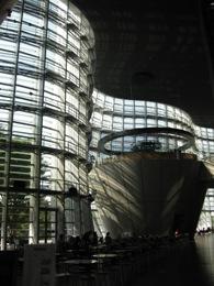 国立新美術館中