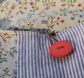 紫小花赤ボタン