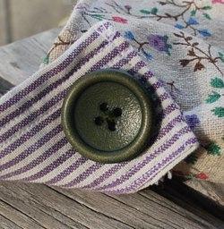 紫小花緑ボタン