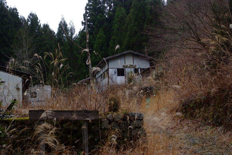 廃墟と化した資料館