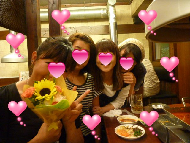 ひゃぁ~~!! 美しい女の子 4人組~~!!