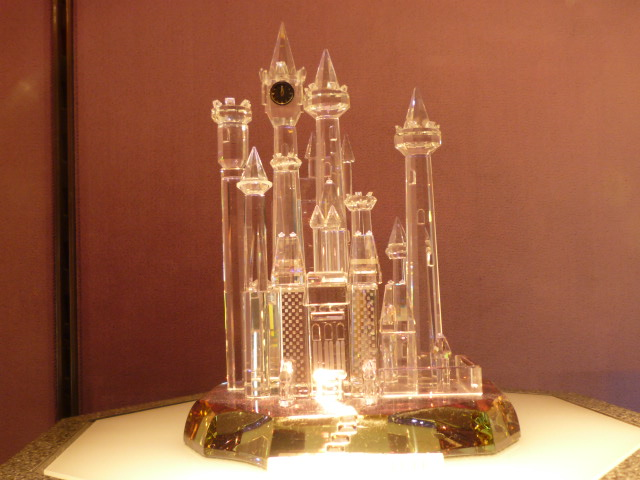 小さな ガラス細工のシンデレラ城。