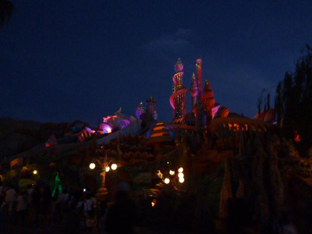 アリエルのお城の夜景。