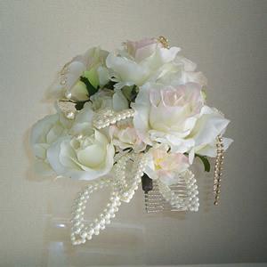 ホワイトローズとパールビーズリーフの結婚式髪飾り