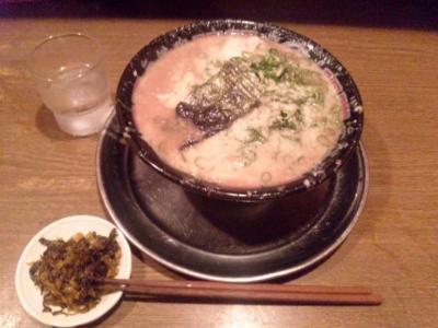 無鉄砲大阪本店とんこつラーメン700円激辛高菜無料