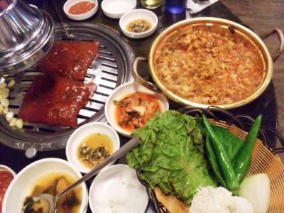 韓国焼肉で辛い豚皮とキムチ鍋豚煮込み