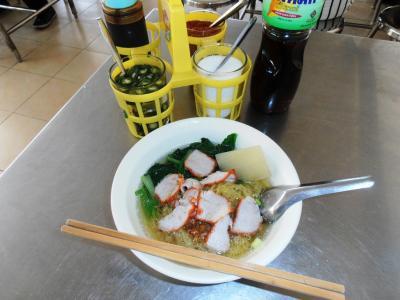 2011年8月タイ-スリランカ旅行タイ後半20日ラマ9世駅ホテルプラッソ近く食堂街ラーメン