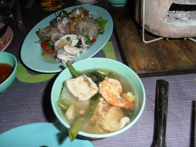 2011年8月タイ-スリランカ旅行タイ後半20日トンローソイ1屋台チムチュム鍋の具材たっぷり