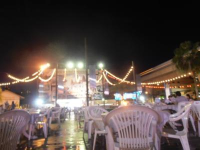 2011年8月タイ-スリランカ旅行タイ後半21日サイアム・パラダイス・ナイトバザールのフードコート2