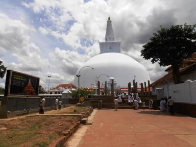 2011年8月タイ-スリランカ旅行スリランカ前半7日ルワンウェリサーヤ大塔