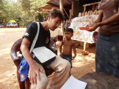 2011年8月タイ-スリランカ旅行スリランカ前半7日アヌラーダプラ子供