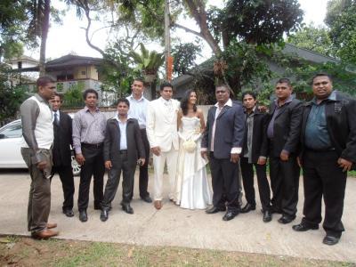 2011年8月タイ-スリランカ旅行スリランカ前半8日サドゥン結婚式友人一同