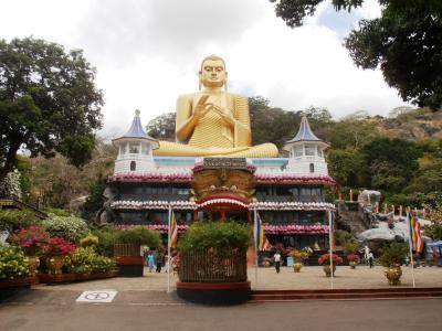 2011年8月タイ-スリランカ旅行スリランカ前半9日ダンブッラ石窟寺院入口