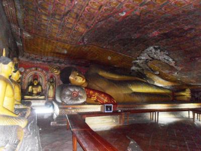 2011年8月タイ-スリランカ旅行スリランカ前半9日ダンブッラ石窟寺院涅槃仏