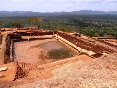 2011年8月タイ-スリランカ旅行スリランカ前半10日シーギリヤロック山頂の王宮跡