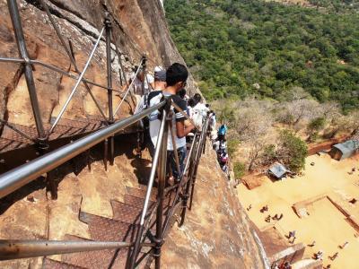 2011年8月タイ-スリランカ旅行スリランカ前半10日シーギリヤロック山頂から降りる