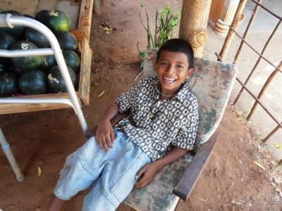 2011年8月タイ-スリランカ旅行スリランカ前半10日シーギリヤ沿道八百屋息子