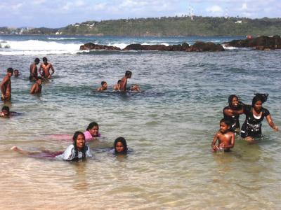 2011年8月タイ-スリランカ旅行スリランカ後半11日ゴール砂浜の子供1