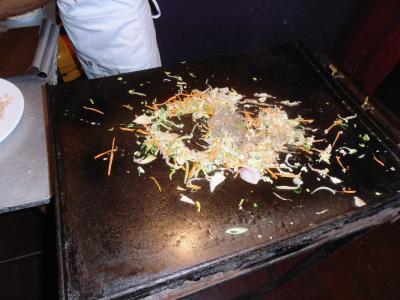 2011年8月タイ-スリランカ旅行スリランカ後半14日ポトハラのシェフがろコットゥロティ作る1
