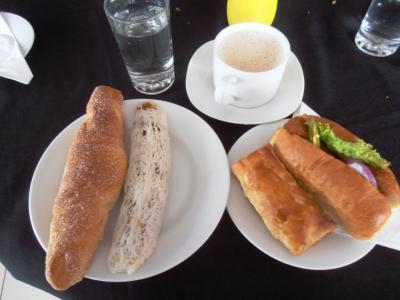2011年8月タイ-スリランカ旅行スリランカ後半15日ラトゥナプラまでの食堂でパン