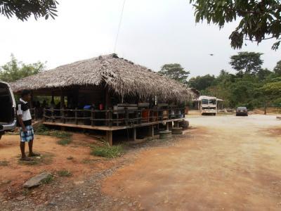 2011年8月タイ-スリランカ旅行スリランカ後半17日コロンボ沿道食堂