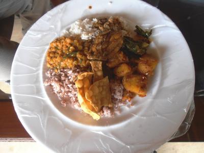2011年8月タイ-スリランカ旅行スリランカ後半17日コロンボ沿道食堂カレービュッフェ