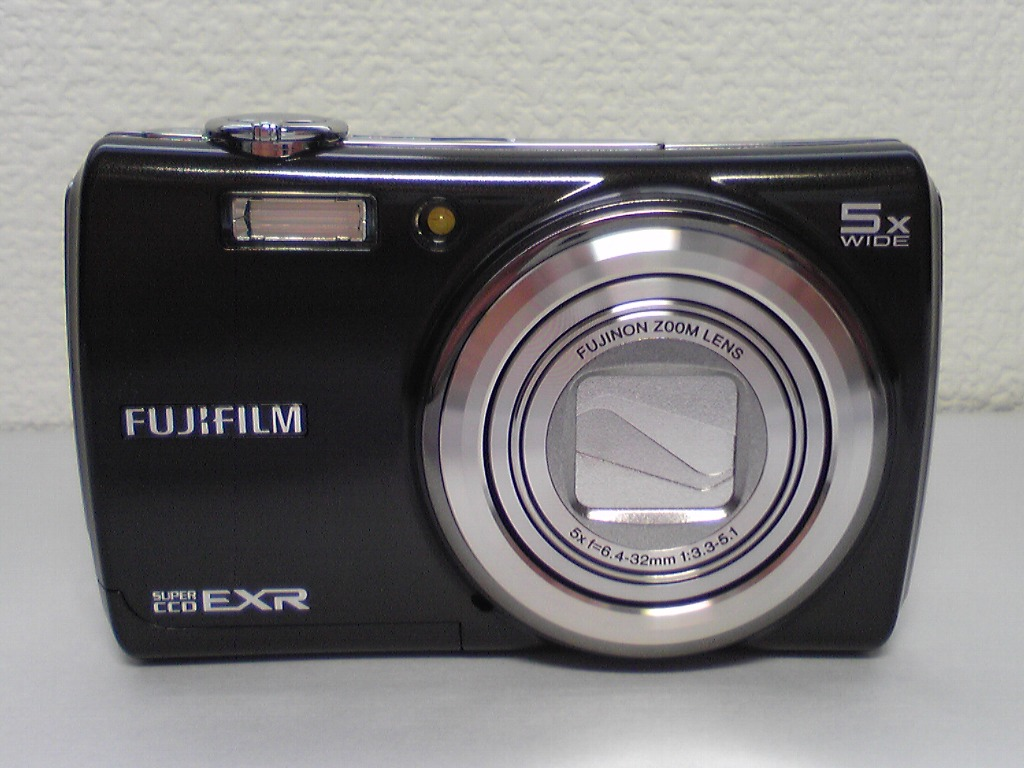FinePix F200EXR Front