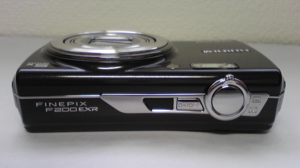 FinePix F200EXR Top