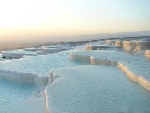 800px-Pamukkale_Hierapolis_Travertine_pools_convert_20091120210843.jpg