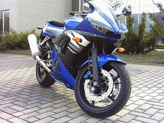 800px-Yamaha-YZF-R6-04_qp.jpg