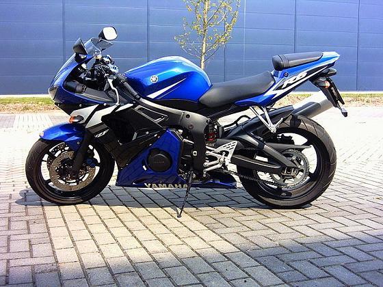 800px-Yamaha-YZF-R6-09_qp.jpg