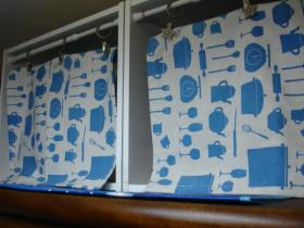食器棚上の収納スペース